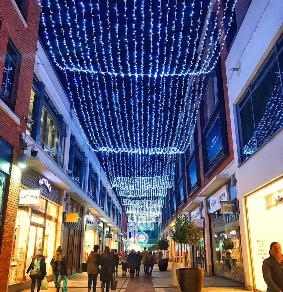 Parkway Shopping at Christmas